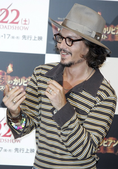 "上半身「Johnny Depp Promotes ""Pirates Of The Caribbean: Dead Man's Chest"" In Tokyo」:写真・画像(16)[壁紙.com]"