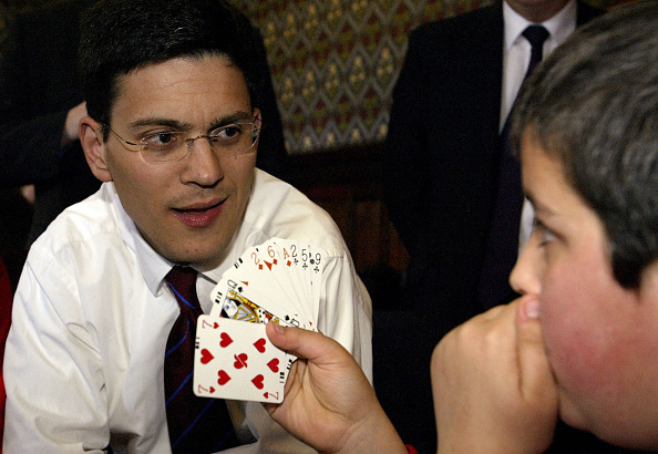 Warren Little「David Miliband Plays Mini Bridge」:写真・画像(1)[壁紙.com]