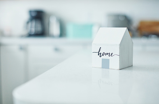 Insurance「Little wooden home in bright white kitchen. New home concept.」:スマホ壁紙(3)