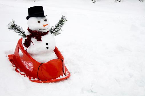 雪だるま「スノーマンのそり-コピースペース」:スマホ壁紙(16)