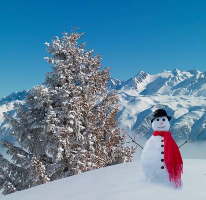 雪だるま「Snowman in snowy mountains.」:スマホ壁紙(14)