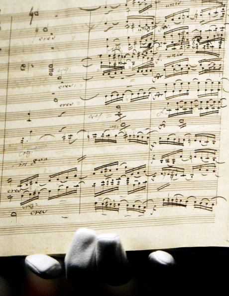 Sheet Music「Beethoven's Ninth Symphony Manuscript is sold for ?1.9 Million GBP」:写真・画像(2)[壁紙.com]