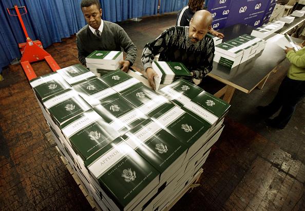 Chip Somodevilla「FY2008 Budget Rolls Off The Printing Press In Washington」:写真・画像(5)[壁紙.com]
