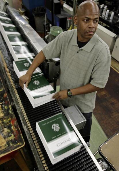 Chip Somodevilla「FY2008 Budget Rolls Off The Printing Press In Washington」:写真・画像(6)[壁紙.com]
