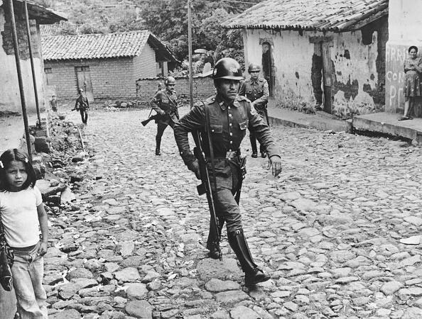 El Salvador「Militia In Village」:写真・画像(2)[壁紙.com]