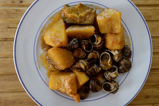 カタツムリ「Greek Cuisine. Cooked Snails with Roast Potatoes, Cretan Style.」:スマホ壁紙(9)