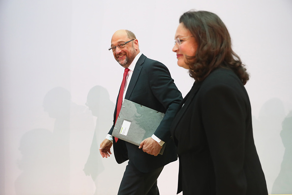 Two People「German Elections: The Day After」:写真・画像(4)[壁紙.com]