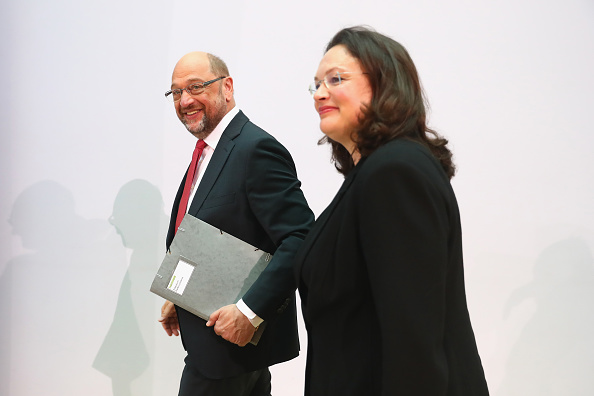 Two People「German Elections: The Day After」:写真・画像(3)[壁紙.com]