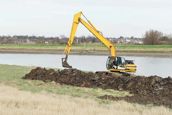 King's Lynn「Repairing riverbanks on the River Great Ouse, Kings Lynn, Norfolk, UK」:写真・画像(4)[壁紙.com]