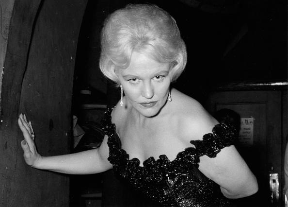 Off Shoulder「Peggy Lee」:写真・画像(3)[壁紙.com]