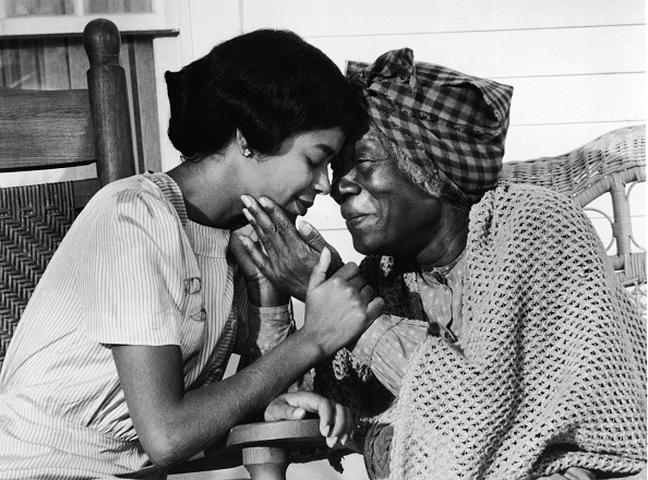 Black History in the US「Irene Cara And Beah Richards In 'Roots'」:写真・画像(17)[壁紙.com]