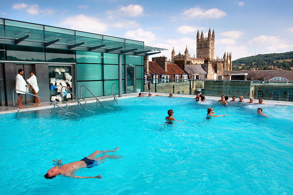 Glass - Material「Swimmers enjoy The Thermal Bath Spa in Somerset UK」:写真・画像(13)[壁紙.com]