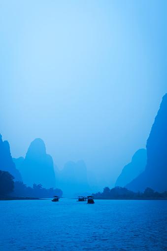 桂林山水「ボートの漓江、中国」:スマホ壁紙(19)