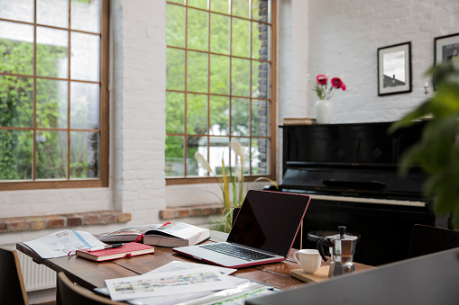 Home Office「Home office with piano in background at comfortable loft apartment」:スマホ壁紙(6)