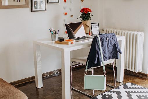 Using Laptop「Home office」:スマホ壁紙(9)