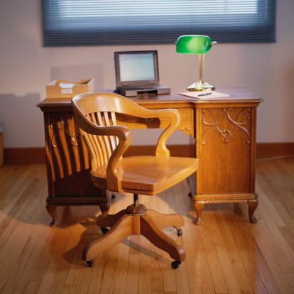 Desk Lamp「Home office with desk, banker's lamp, laptop computer and chair」:スマホ壁紙(13)