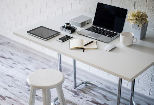 Antalya City「Home office with work desk」:スマホ壁紙(13)