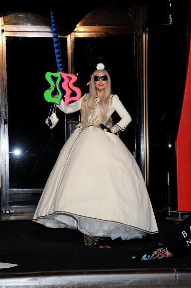 Human Limb「Gaga's Workshop Ribbon Cutting At Barneys New York With Lady Gaga」:写真・画像(17)[壁紙.com]