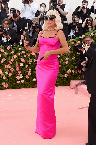 Hot Pink「The 2019 Met Gala Celebrating Camp: Notes on Fashion - Arrivals」:写真・画像(15)[壁紙.com]