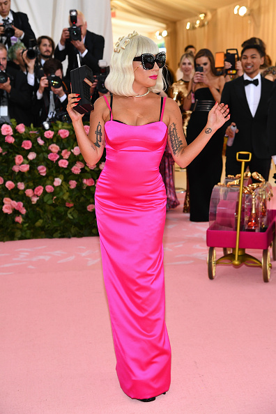 Hot Pink「The 2019 Met Gala Celebrating Camp: Notes on Fashion - Arrivals」:写真・画像(5)[壁紙.com]