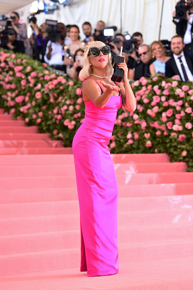 Hot Pink「The 2019 Met Gala Celebrating Camp: Notes on Fashion - Arrivals」:写真・画像(17)[壁紙.com]