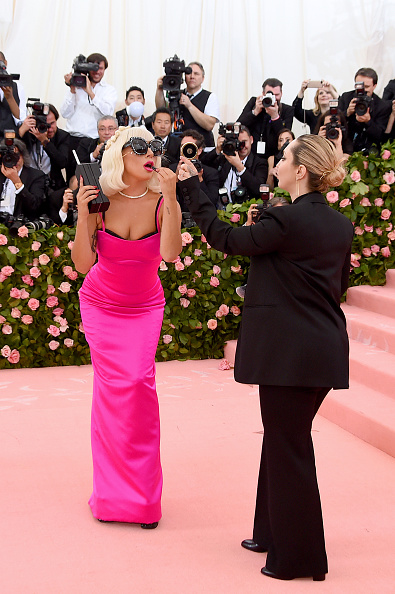 Hot Pink「The 2019 Met Gala Celebrating Camp: Notes on Fashion - Arrivals」:写真・画像(4)[壁紙.com]