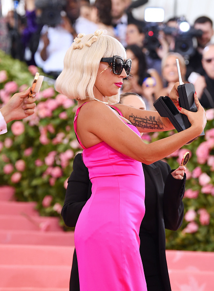 Hot Pink「The 2019 Met Gala Celebrating Camp: Notes on Fashion - Arrivals」:写真・画像(18)[壁紙.com]