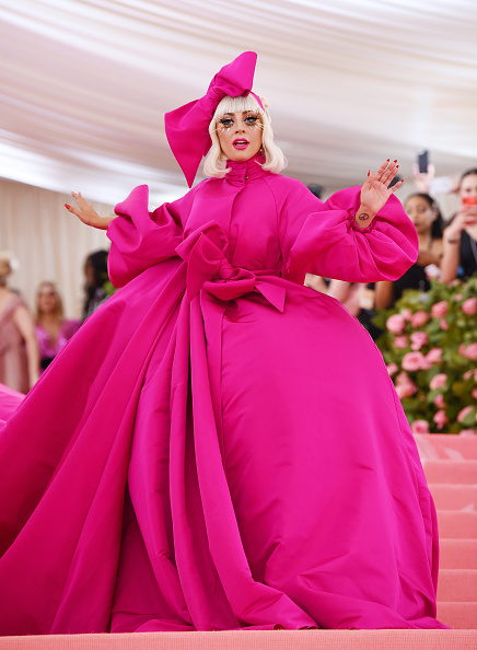 Tied Bow「The 2019 Met Gala Celebrating Camp: Notes on Fashion - Arrivals」:写真・画像(2)[壁紙.com]