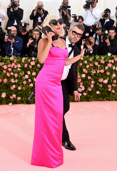 Hot Pink「The 2019 Met Gala Celebrating Camp: Notes on Fashion - Arrivals」:写真・画像(7)[壁紙.com]
