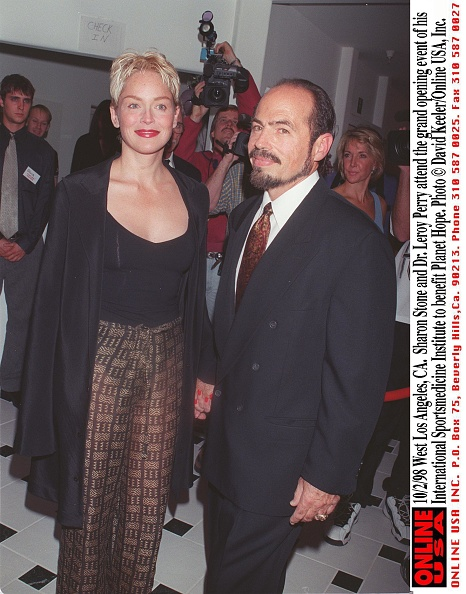 David Keeler「10/2/98 West Los Angeles, CA. Sharon Stone and Dr. Leroy Perry attend the grand opening event of his」:写真・画像(0)[壁紙.com]