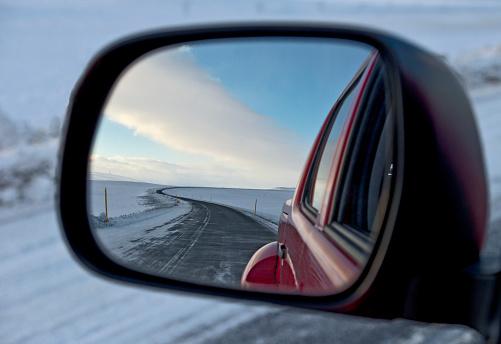 Mirror - Object「snowy road reflecting in the wing mirror of a 4x4 pick up truck」:スマホ壁紙(14)