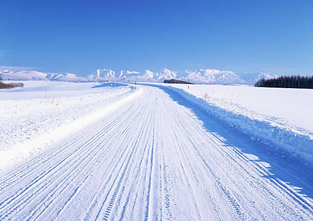 Snowy road:スマホ壁紙(壁紙.com)