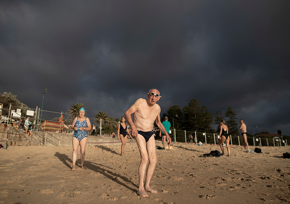 Sydney「Bondi And Bronte Beaches Reopen For Exercise As Australian Coronavirus Infection Rate Continues To Decline」:写真・画像(8)[壁紙.com]