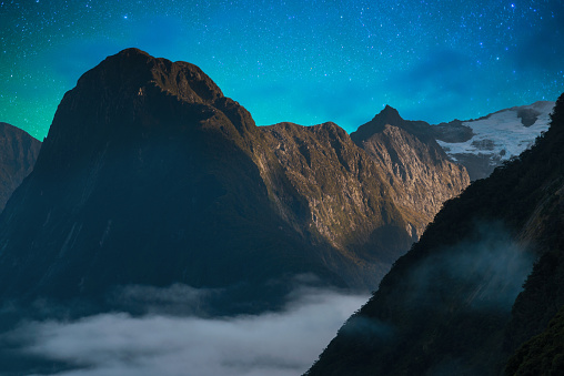 star sky「The Milford Sound fiord. Fiordland national park, New Zealand with milky way」:スマホ壁紙(6)