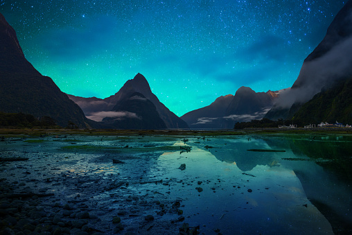 star sky「The Milford Sound fiord. Fiordland national park, New Zealand with milky way」:スマホ壁紙(9)