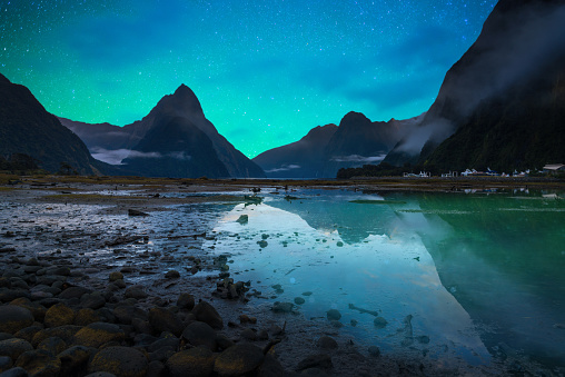 star sky「The Milford Sound fiord. Fiordland national park, New Zealand with milky way」:スマホ壁紙(3)