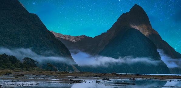 星空「ミルフォード ・ サウンドのフィヨルド。フィヨルドランド国立公園、ニュージーランド天の川」:スマホ壁紙(17)