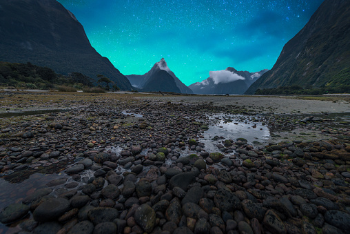 star sky「The Milford Sound fiord. Fiordland national park, New Zealand with milky way」:スマホ壁紙(18)