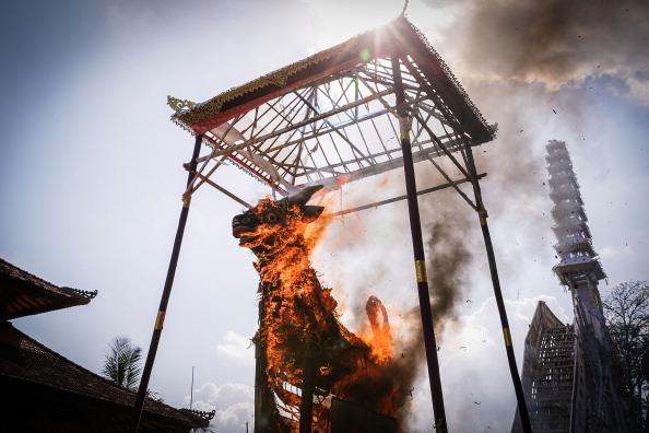 Place of Worship「Royal Cremation Held For Tjokorda Istri Sri Tjandrawati」:写真・画像(8)[壁紙.com]