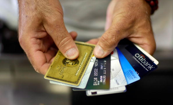 Paying「Credit Card Reform Legislation Would Tighten Rules On Rates And Fees」:写真・画像(2)[壁紙.com]