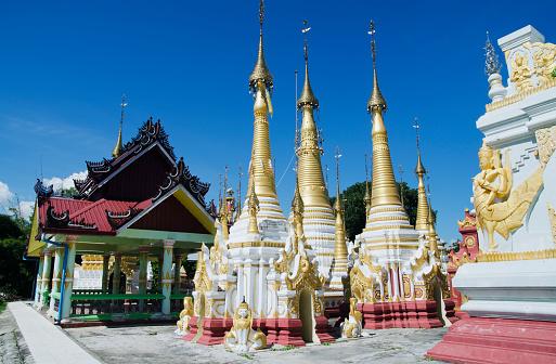 Temple「Golden Stupas in Shan Monastery」:スマホ壁紙(1)