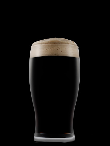Black Color「Pint glass full of dark beer on a dark background」:スマホ壁紙(5)