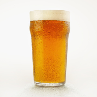 Beer Glass「Pint glass of chilled light beer with condensation」:スマホ壁紙(18)