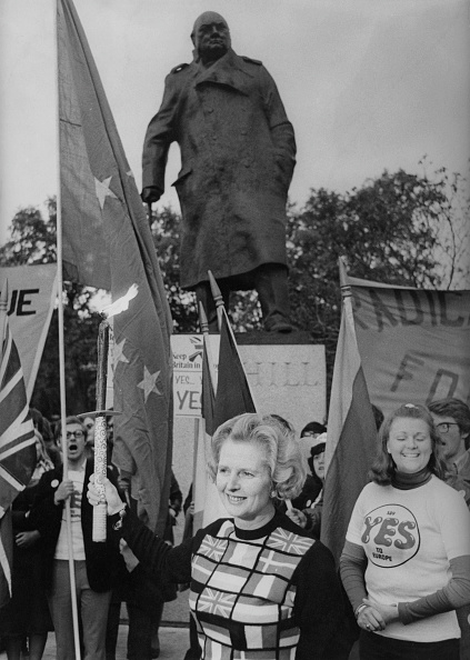 セーター「Thatcher Carries Torch For Europe」:写真・画像(14)[壁紙.com]