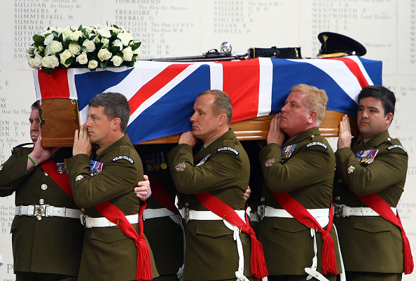 Dan Kitwood「Funeral Takes Place Of Lt Col Thorneloe Who Was Killed In Afghanistan」:写真・画像(12)[壁紙.com]