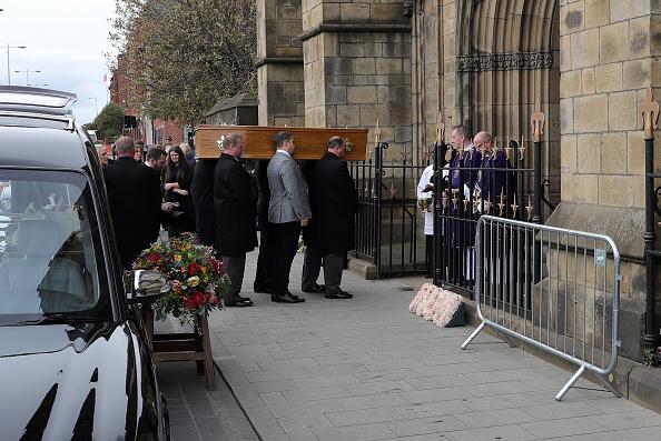 Salford Quays「Funeral Held For Coronation Street Actress Liz Dawn」:写真・画像(18)[壁紙.com]