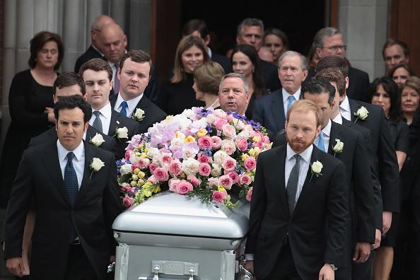 Funeral「Mourners, Including Former Presidents, Attend Funeral For Barbara Bush」:写真・画像(7)[壁紙.com]
