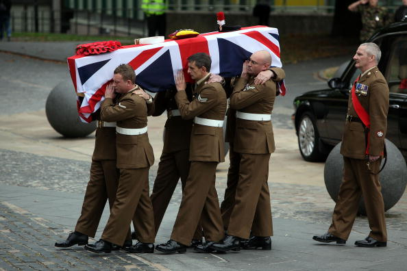 Entering「Funeral Takes Place Of Fusilier Shaun Bush Killed In Afghanistan」:写真・画像(16)[壁紙.com]