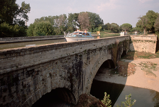 Beziers「Boat on the Canal du Midi in Beziers」:スマホ壁紙(5)