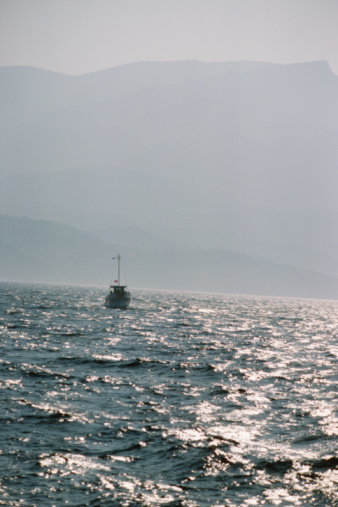 Approaching「Boat on the water in Samos, Greece」:スマホ壁紙(17)